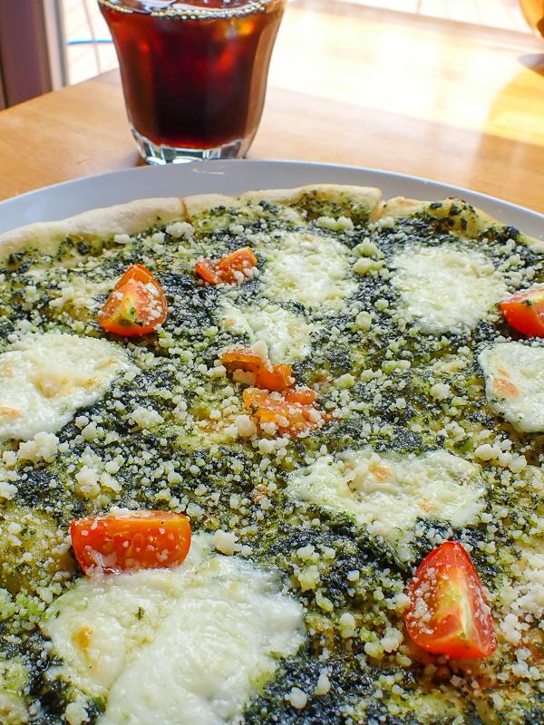 バジルのピザ