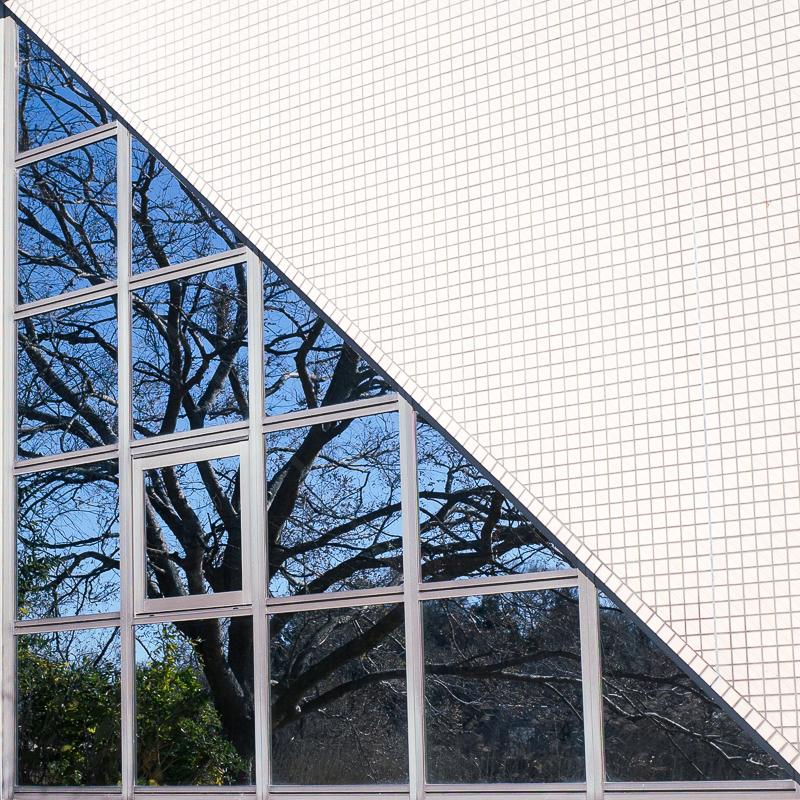 三角形の窓