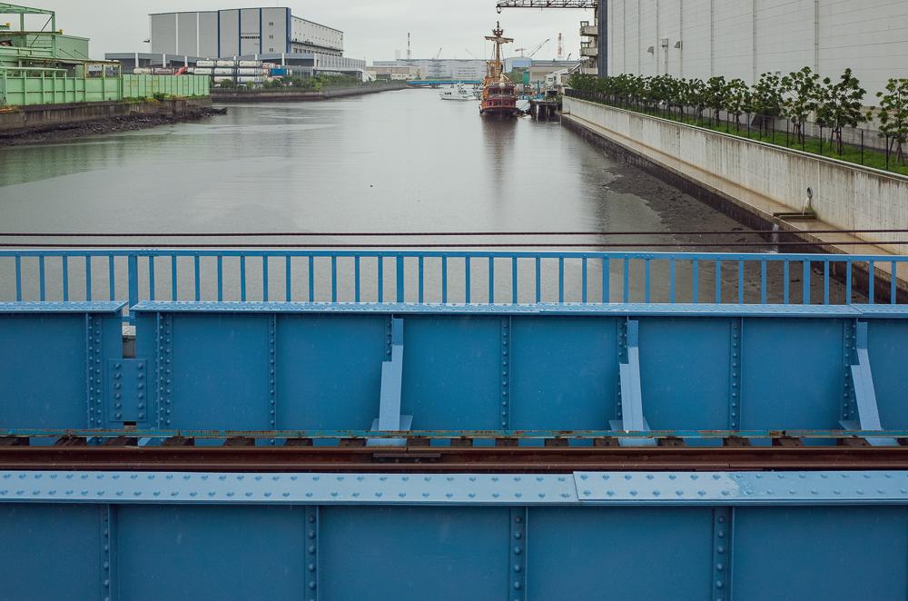 運河を渡り、大川駅へ